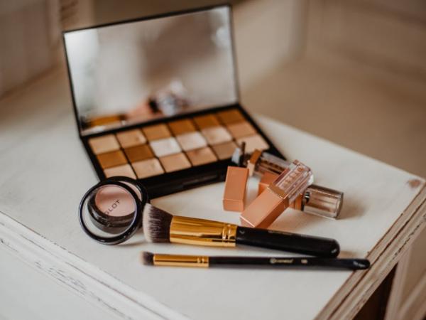 Gele Tying / Make-Up